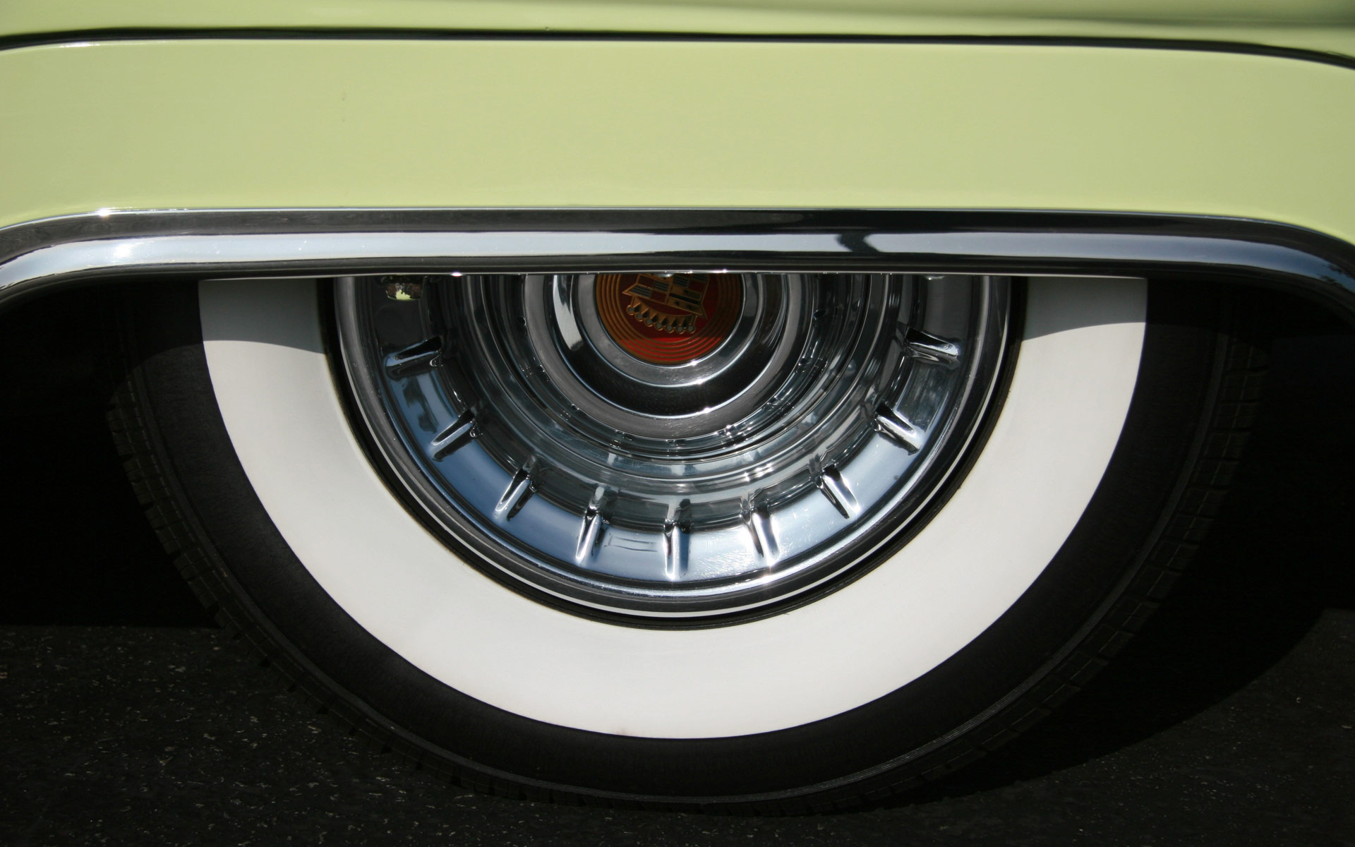Standout-Image-Retro-car-wheel